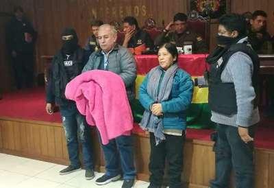 Bolivia: Presidenta del Tribunal Electoral se disfrazó de hombre para evitar su detención