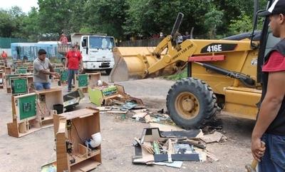 HOY / A la caza de tragamonedas: destruyen lote de máquinas que operaba sin permiso en Asunción