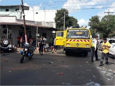 Embarazada sufre lesiones tras vuelco en San Lorenzo