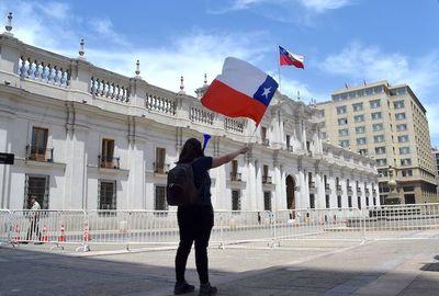Plantean nueva Constitución como una alternativa en Chile
