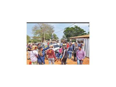 Pobladores de Arroyito levantan temporalmente protesta