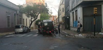 Camioneta choca contra colectivo en el microcentro