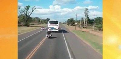 Loco al volante impide paso a delegación