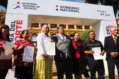 Familias de Asunción reciben subsidios para reparar y ampliar sus viviendas