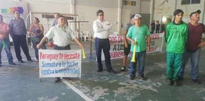 Funcionarios de la municipalidad de Lambaré inician huelga