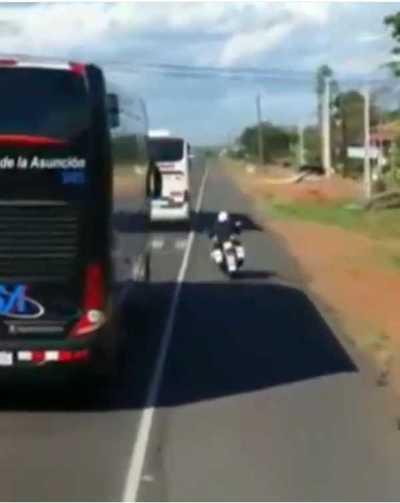 Inhabilitan y multan a conductor que cerró paso a comitiva del Club Olimpia
