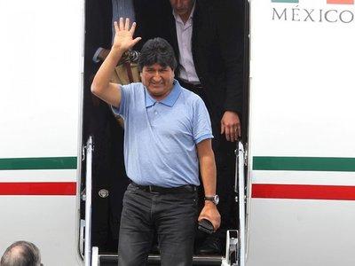 """Morales llega a México y agradece que le hayan """"salvado la vida"""""""