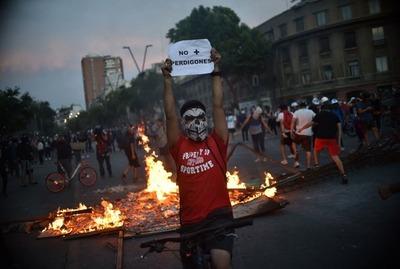 Por las nubes: el dólar alcanza el récord histórico en Chile por las protestas