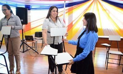 Municipalidad de CDE entrega sillas pedagógicas a instituciones educativas