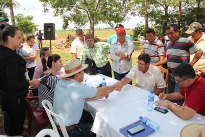Indert articula acciones con productores de Yhu