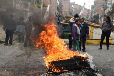 Suben a cuatro los fallecidos en crisis en Bolivia tras muerte de jefe policial