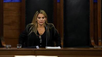 Sin quórum, Asume Jeanine Añez la presidencia provisional de Bolivia