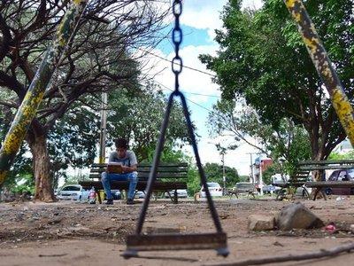 Plaza  Santa Librada exhibe  destrozos tras la ocupación