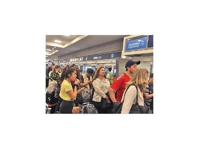 Casi 15 mil afectados por cancelaciones de vuelos en Argentina
