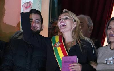 Jeanine Áñez asumió la presidencia provisional de Bolivia