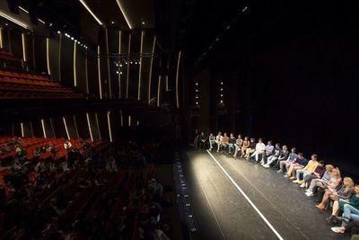 Banderas lleva el espíritu del Broadway de los años 70 al corazón de Málaga