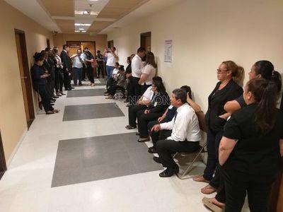 Funcionarios de Diputados quieren acuerdo para cobrar sus haberes
