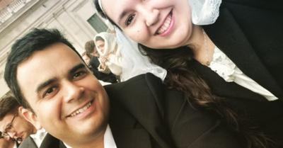 Matrimonio de jóvenes paraguayos saluda al Papa