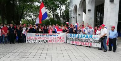 HOY / Sindicalistas judiciales no asisten a reunión tripartita porque deben marchar