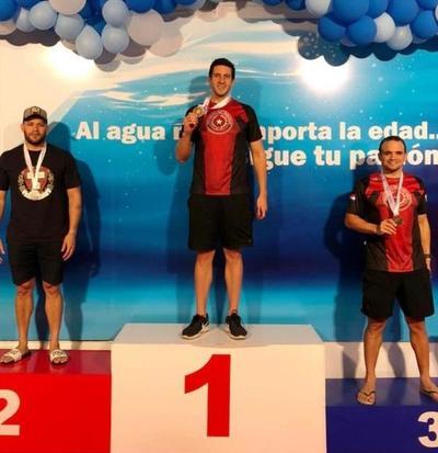 Paraguayos obtienen medallas en el Sudamericano Master de Natación