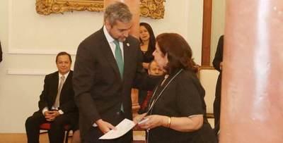 """Maribel Barreto, con su libro """"Hijo de la Revolución"""", recibió el Premio Nacional de Literatura"""