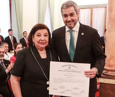 Mario Abdo entregó el Premio Nacional de Literatura
