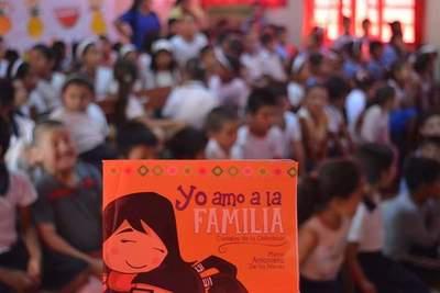 """Libro de la """"Chilindrina"""" hace prevención del abuso sexual infantil » Ñanduti"""