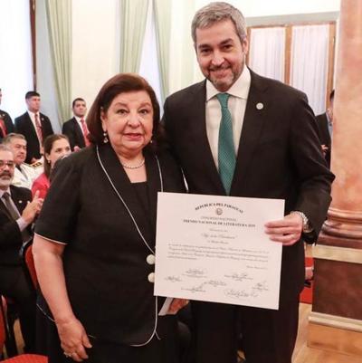 Maribel Barreto recibió Premio Nacional de Literatura 2019
