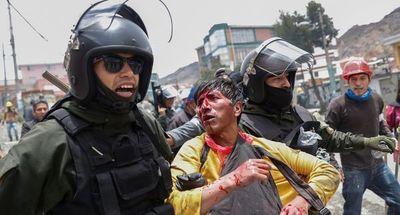 Bolivia: Seguidores de Evo Morales se enfrentan con policías y militares en La Paz