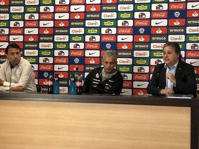 "Oblitas considera ""inconcebible"" que Chile cancele amistoso con Perú"