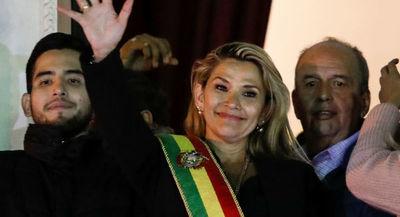 Jeanine Áñez nombra su Gabinete y renueva la cúpula militar en Bolivia