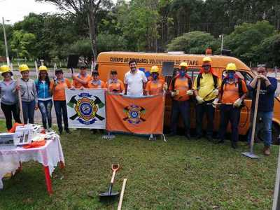 ATP entrega equipamientos a bomberos que combaten incendios forestales