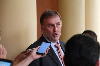 """Ministro de Hacienda: """"si no tenemos el techo ampliado, tendremos que hacer recortes"""""""
