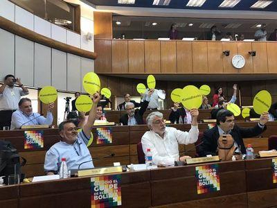 Senadores aprueban construcción de camino para comunidad Yakye Axa