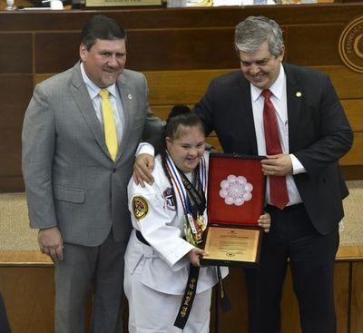 Rosita Battilana fue homenajeada en el Senado