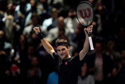Federer aplasta a Djokovic y está en semifinales del ATP de Londres