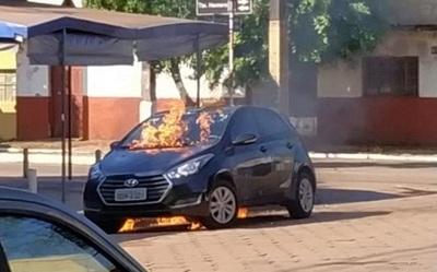 Médico intenta quemar el auto de su expareja