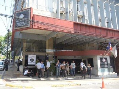 Fiscalía sigue a la espera de Ramón González Daher y su hijo