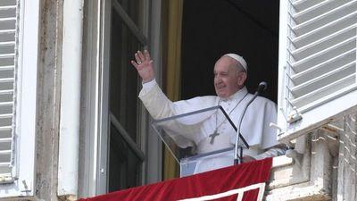 """Papa alerta sobre el retorno de emblemas y conductas """"nazis"""""""