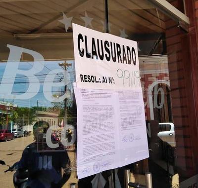 Municipalidad clausura comercios en Concepción
