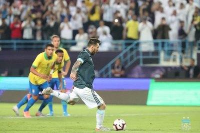 Con gol de Messi, Argentina derrotó a Brasil