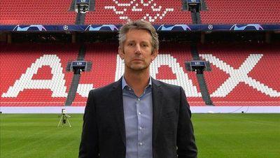 Van der Sar seguirá como director del Ajax