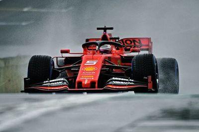 Los Ferrari de Vettel y Leclerc, al frente