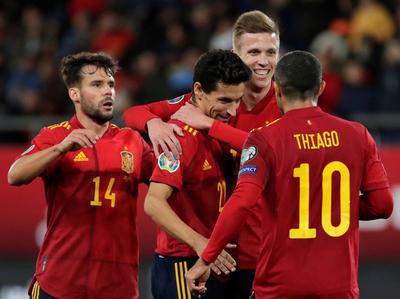 España asegura el primer lugar aplastando a Malta
