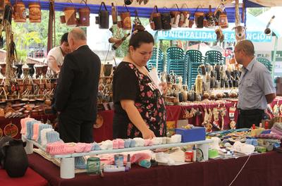 Impulsan feria para empoderar a unos 80 artesanos y artesanas