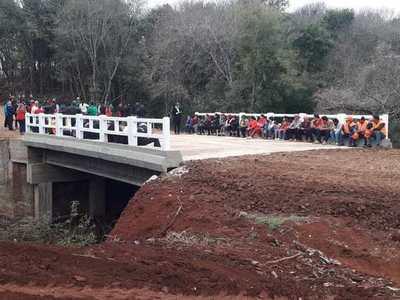 NUEVO PUENTE DE HORMIGÓN EN MARÍA AUXILIADORA, ITAPÚA, AHORRA 40 KM A PRODUCTORES