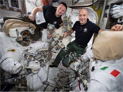 Astronautas culminan primeras tareas en búsqueda de materia oscura