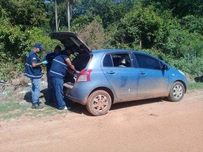 Hallan automóvil en que huyeron supuestos asesinos del comisario