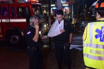 Choque entre moto y vehículo deja un policía herido