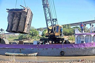 Rescatarán 8 buques hundidos en los ríos Manduvirá y Paraguay
